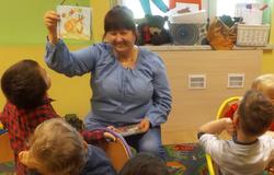Piątkowe czytanie połączone z zajęciami plastycznymi w Niepublicznym Przedszkolu Pani Doroty Galant w Mełgwi .