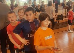 Uczniowie klas I– III uczestniczą wsportowej rywalizacji