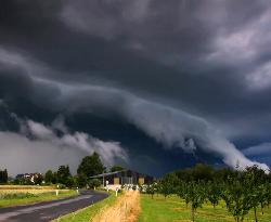 Jak zachować się przy burzy i nawałnicy